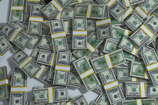 balíky peněz.jpg
