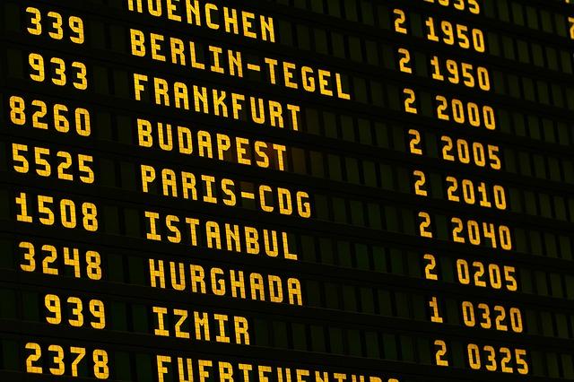Letisko, informačná tabuľa, prílety, odlety