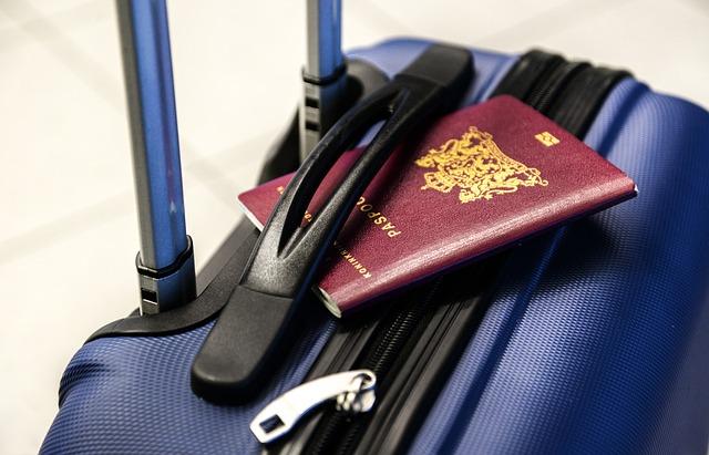 Batožina na letisku, kufor, pas, cestovanie