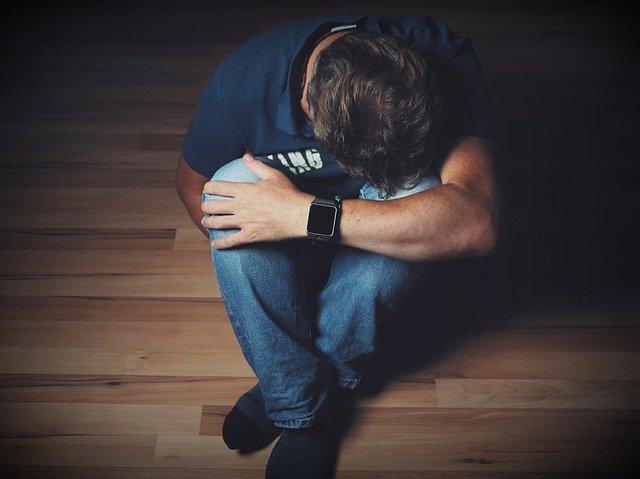 Mladý muž, smútok.jpg